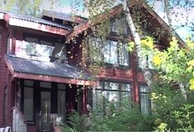 красивый деревянный дом на Рублево-Успенском шоссе