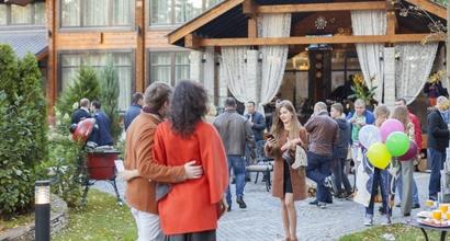 светский приём вечеринка на природе в поселке Villa-Nature, выходной день со вкусом природы, гости вечера