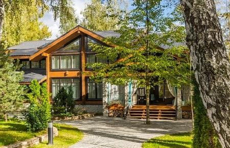 Купить коттедж дом дачу виллу из клееного бруса на Рублевке, продажа нового коттеджа на Николиной Горе в Жуковке Барвихе