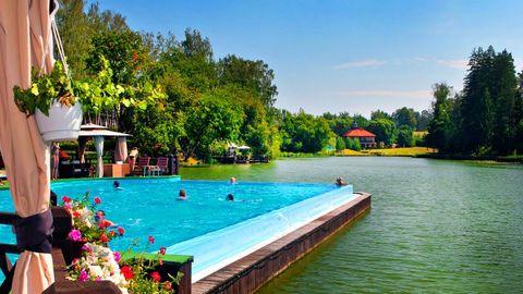 бассейны и пляжи Рублевки, летний открытый бассейн в Николино