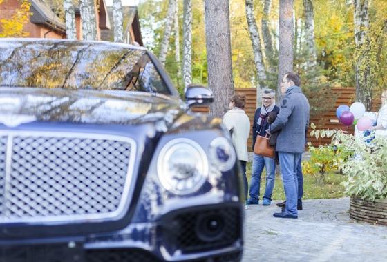 КП ВИЛЛА-НАТУРЕ новый коттеджный поселок на Рублевке любит автомобили Бентли VILLA-NATURE роскошные дома со вкусом природы!