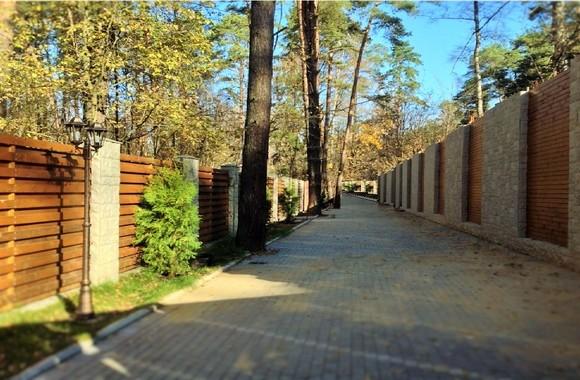 продажа лесной участок 15 соток на Рублевке КП VILLA-NATURE, купить участок с деревьями в элитном КП