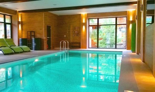 Купить деревянный новый дом с бассейном