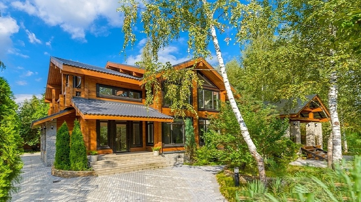 Продажа домов и коттеджей на Рублевке, деревянный дом из клееного бруса с баней и бассейном на Рублевке, купить дом в Николино на Николиной Горе
