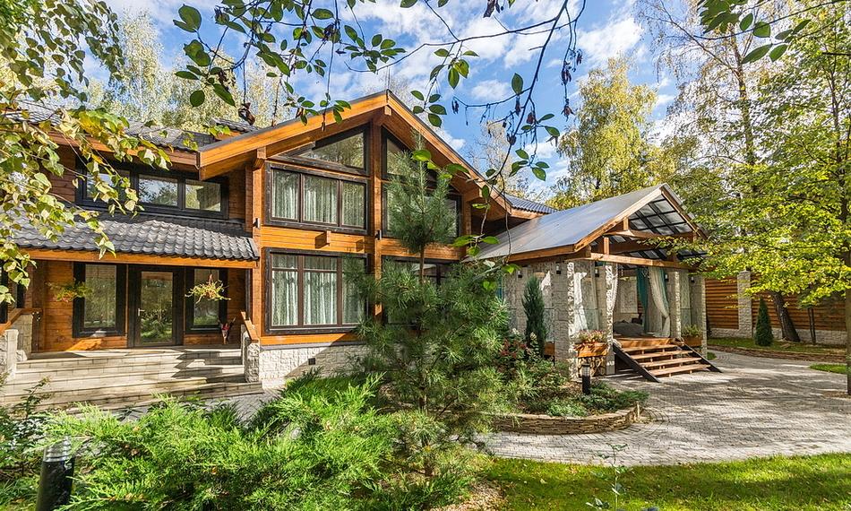 купить роскошный деревянный коттедж из клееного бруса на Рублевке